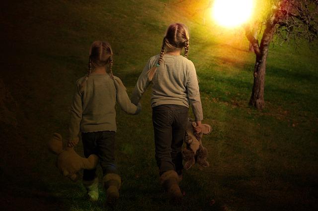 Frère et soeur, comment aider l'enfant à faire son deuil ?